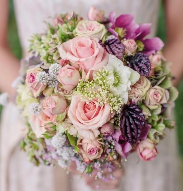 Brautstauß rosa-beerentöne